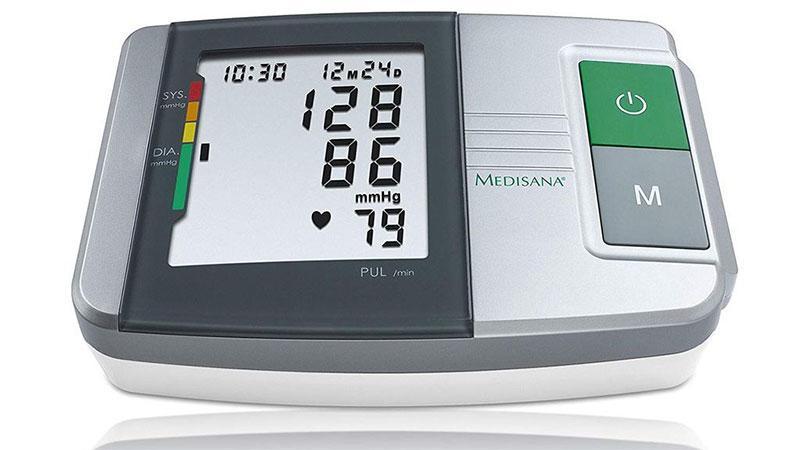 Máy đo huyết áp Medisana MTS 51152 có một màn hình lớn hiển thị các giá trị cho tâm thu, tâm trương và xung cũng như ngày và thời gian thực hiện việc đo.