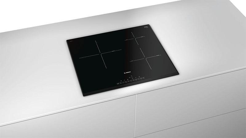 Kiểm soát nhiệt độ dầu với các khu vực cụ thể, gồm 3 vùng nấu linh hoạt điều khiển cảm ứng