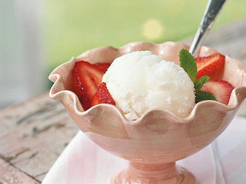 Một ly kem ngon được làm từ máy làm kem ice cream maker
