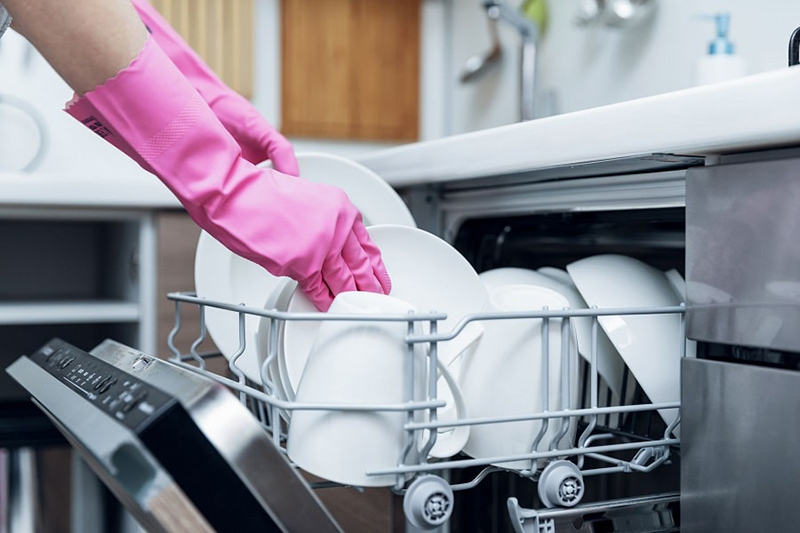 Cách sắp xếp chén bát vào máy rửa bát
