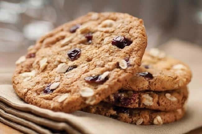 Bánh quy yến mạch và nho khô