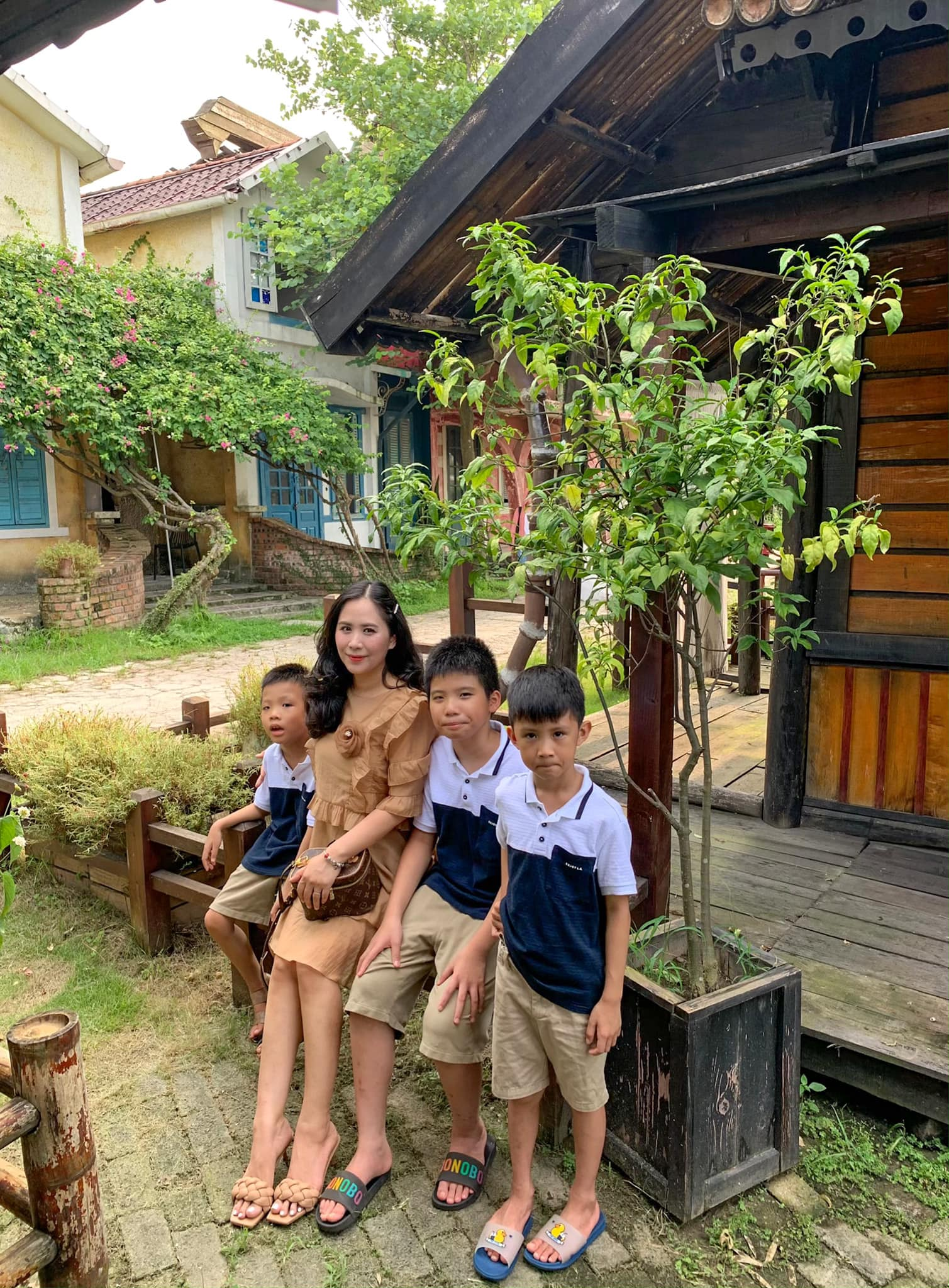 33 chi giang cung cac con