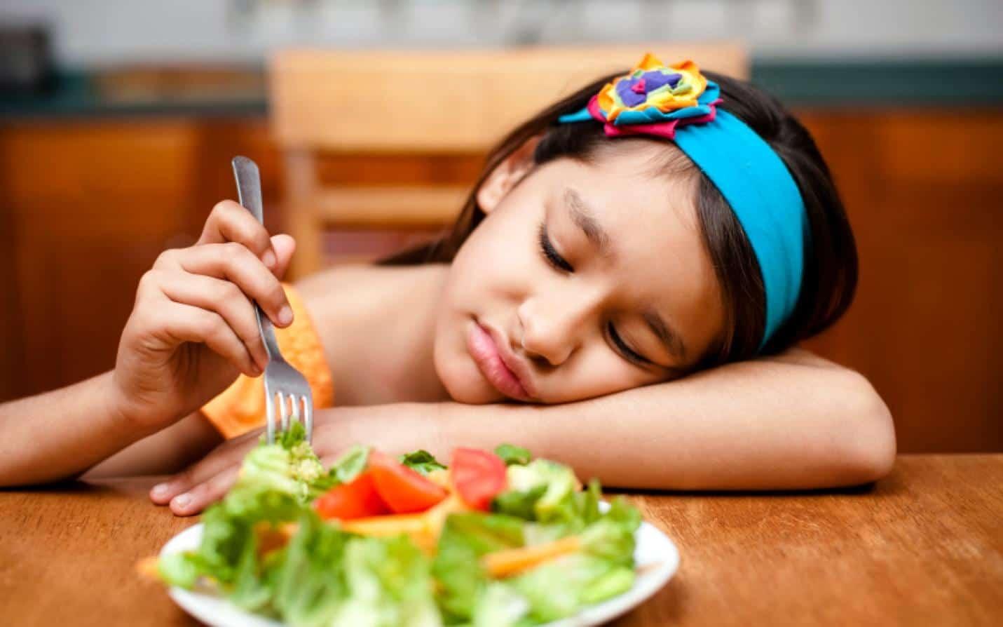 Trẻ mất tập trung khi ăn dễ dàng dẫn đến chứng biếng ăn