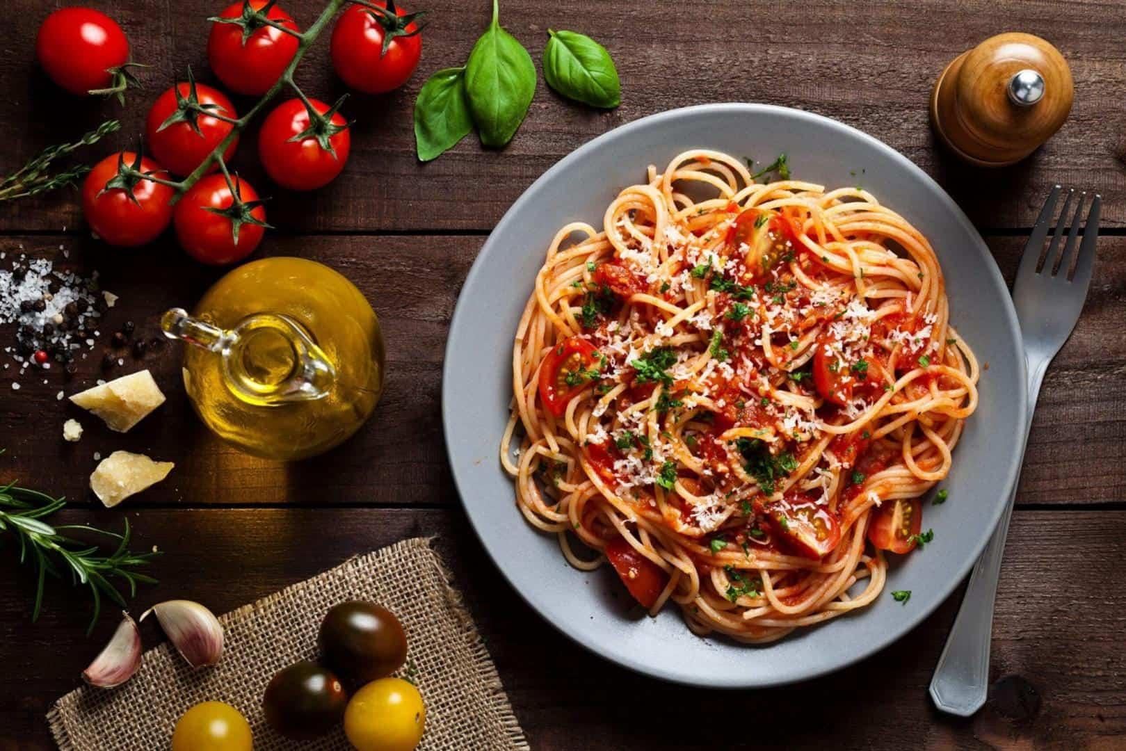 Mì spagetti sốt bò bằm với sợi mì được làm từ máy làm bún mì Philip đơn giản, tiện lợi. Đây sẽ là một bữa sáng nhanh gọn cho các gia đình bận rộn