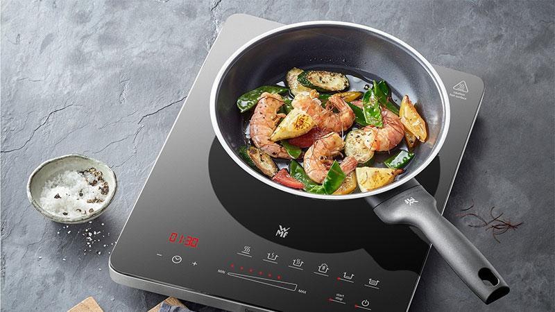 Bếp Từ Đơn WMF Kult X Mono 2100W có bảng điều khiển cảm ứng tiện dụng, dễ dàng vệ sinh