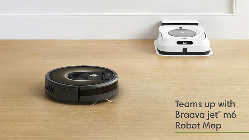 Khi Roomba 981 hút bụi xong, nó sẽ tự động thông báo cho Braava jet m6 bắt đầu lau