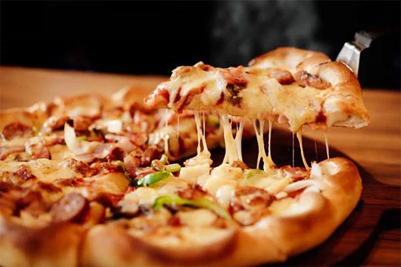 Bánh pizza với lò nướng Bosch HBG675BB1