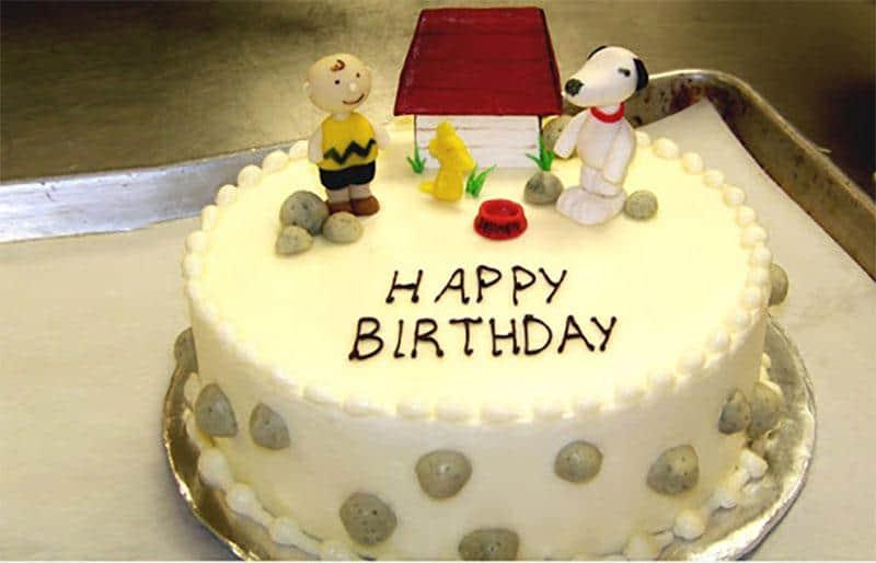 Bánh sinh nhật với lò nướng Bosch HBG675BB1