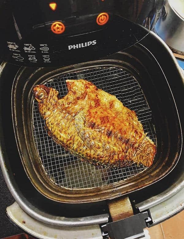 Rán cá bằng nồi chiên không dầu Philips