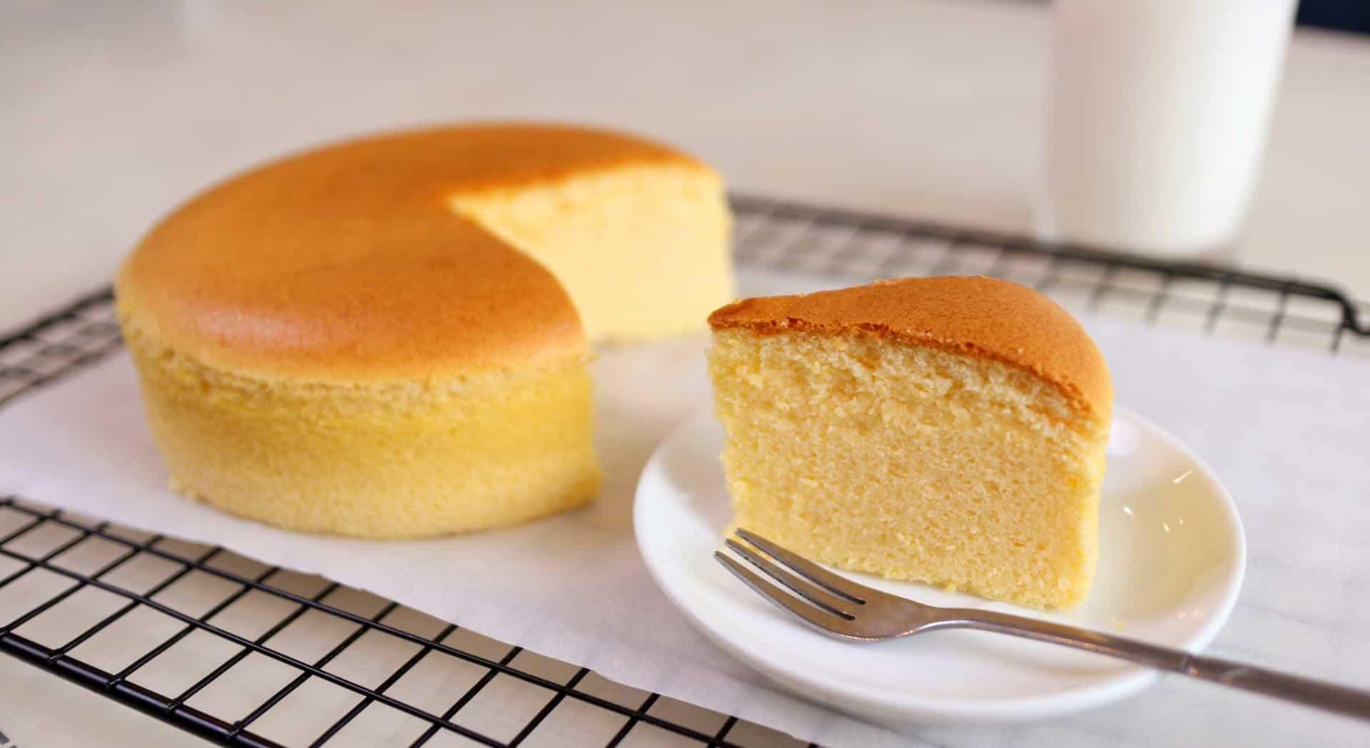Cách làm bánh bông lan phô mai bằng nồi chiên không dầu